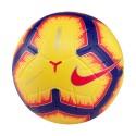 Ball in der Nike Merlin HI-Vis Serie A 2018/19